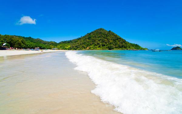 Pantai-Selong-Belanak-di-Lombok-600x377
